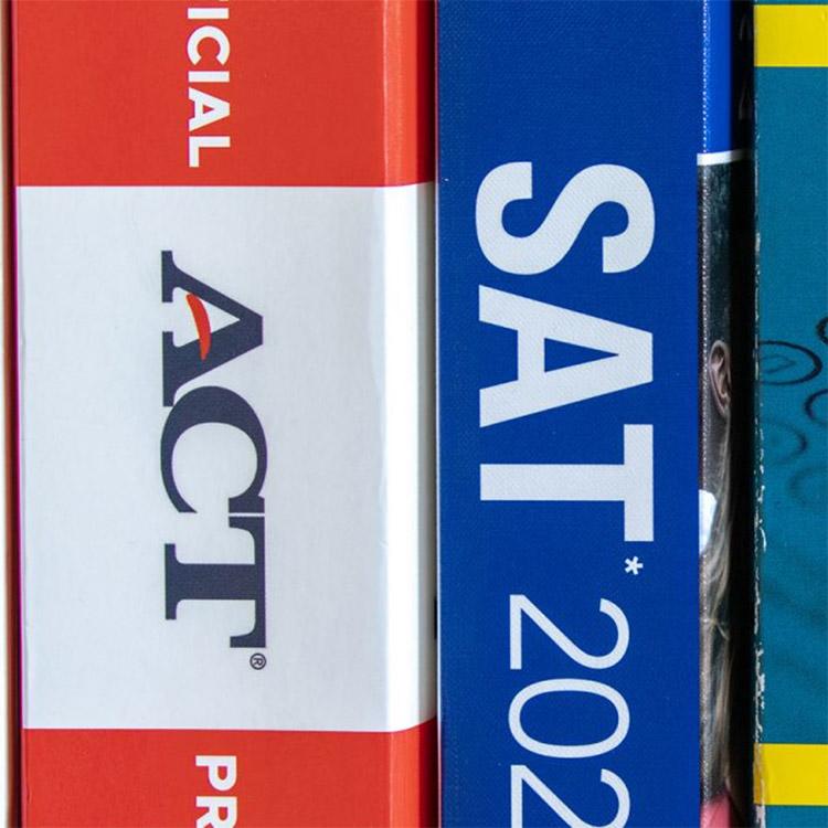 أهم الموارد المجانية أو شبه المجانية للإعداد لاختبارات SAT وACT وAP